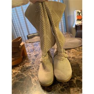 Fineday- buckle boots. Cream leather boots size 7
